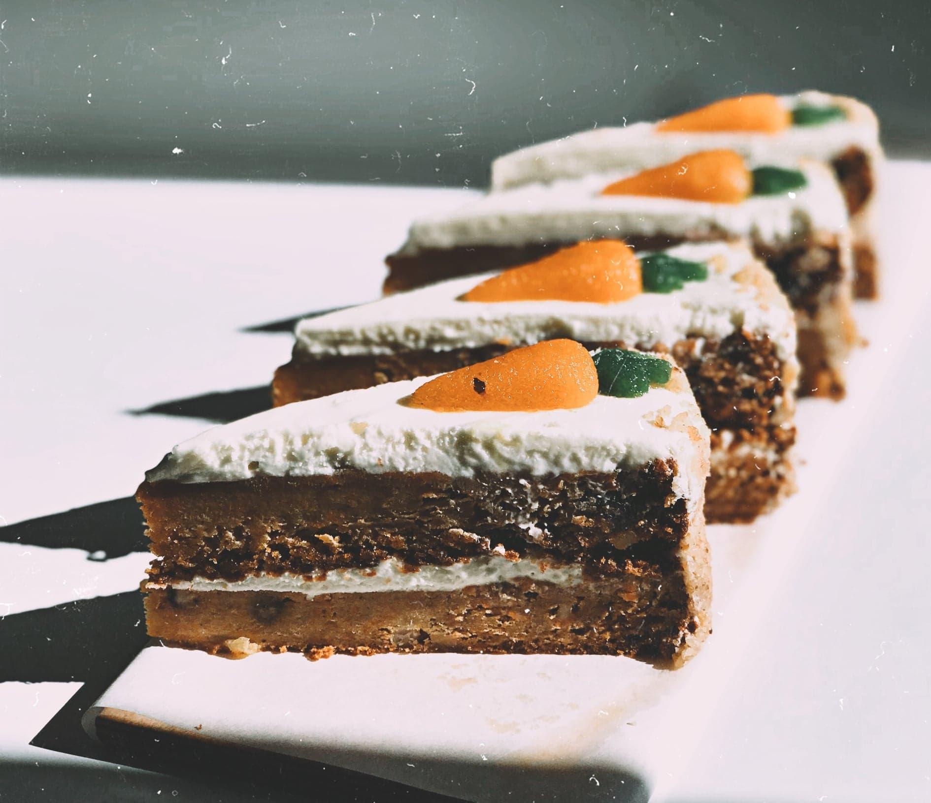 Κέικ καρότο γεμιστό με μοναδική κρέμα και επικάλυψη