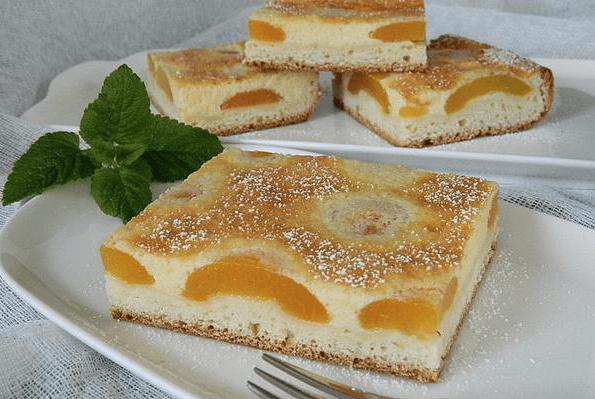 Γερμανικό κέικ με ροδάκινο και σιμιγδάλι
