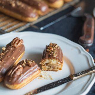 Γαλλικά éclair (εκλέρ) γεμιστά με σοκολάτα