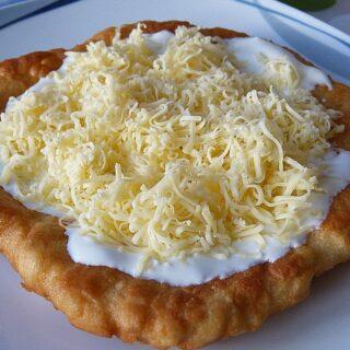 Λάγκος - Η Ουγγρική πίτσα