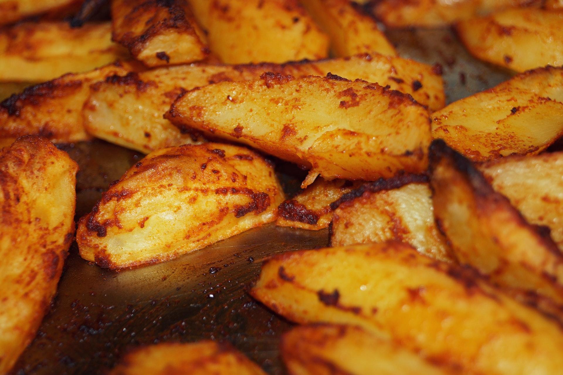 Οι καλύτερες ψητές πατάτες με σκόρδο