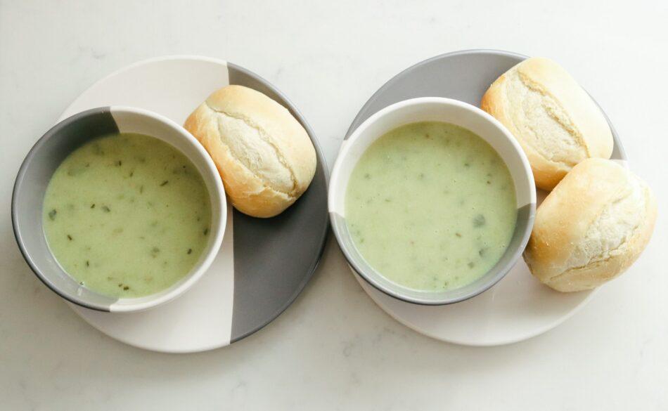βελούδινη σούπα με φρέσκα κολοκυθάκια